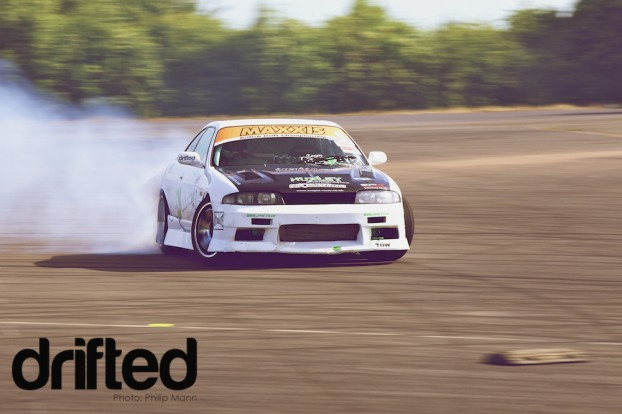 NIssan R33 Sliding at Donny