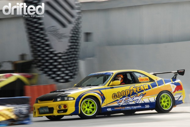 R33 Goodyear Racing