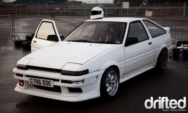 White AE86 Corolla Drift