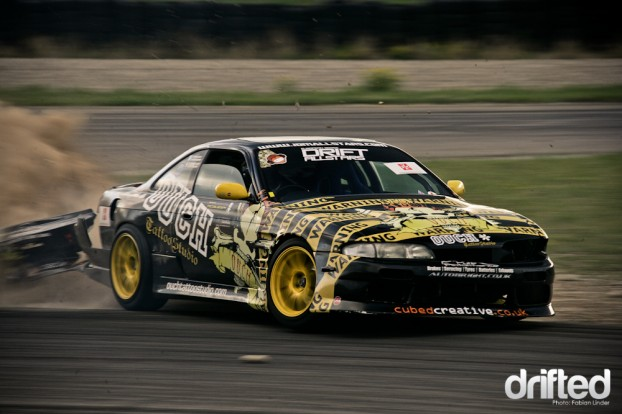 Brad McQueen lost his rear bumper, he didn´t drove in the Top-16s, due to technical problems