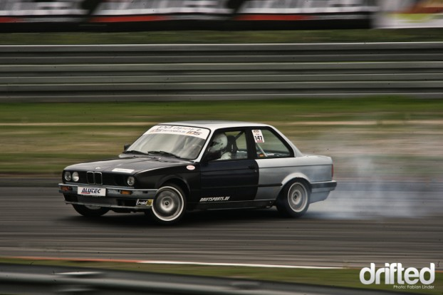 Thomas Zaremba crashed his old E30 in Round 3 at Sosnova (CZ), he finished his new E30 for this round
