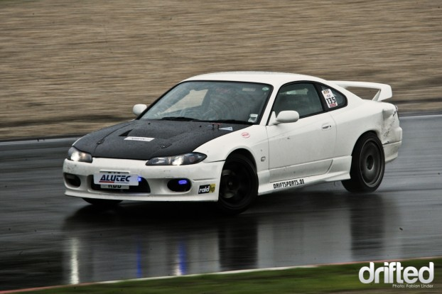 During the saturday practice it started to rain, that was when Matt got out his police car flashers on his S15
