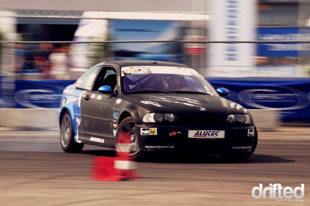 Hans Jürgen Reiss rented his E46 M3 to Markus Müller after his crash, so two drivers competed in this car