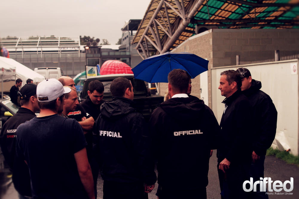 After an hour, the rain started to weaken, so the officials could inform the drivers to get ready