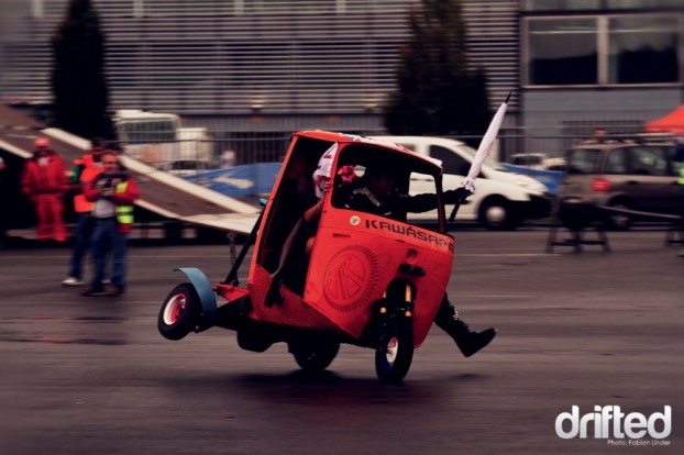 """Insane italian stunt driver rocking his trike - every second word of the host was """"incridibile"""" (incredible)"""