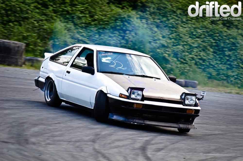 ae86 corolla drifting