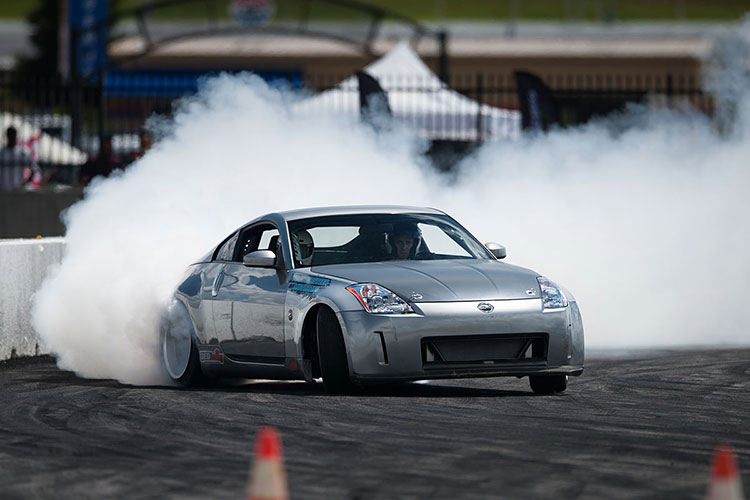 nissan 350z drifting smoke screen