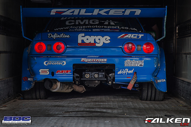nissan r32 skyline in trailer