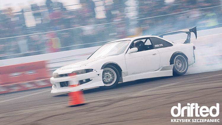 white 240sx s14 drift car