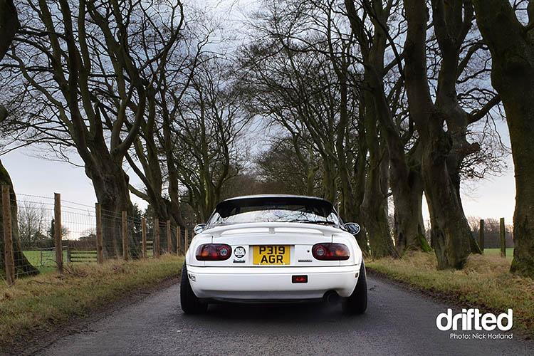 rear booty miata white na mx5 eunos