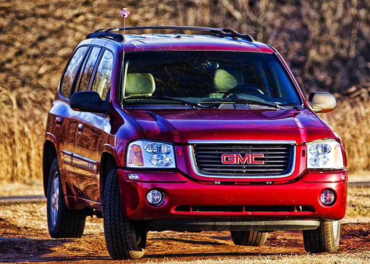 red 2003 gmc envoy offroad
