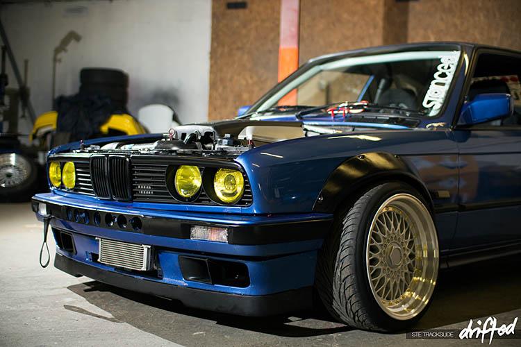 blue bmw e30