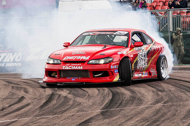 red widebody nissan silvia s15 drift