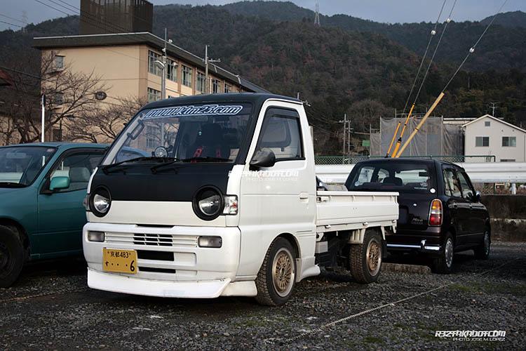 white modified kei truck